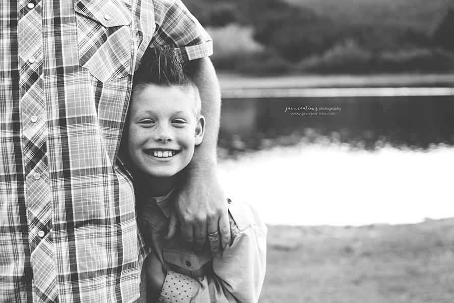Jax creations photography, family photographer, child photographer, lake, fall, spirit lake, family